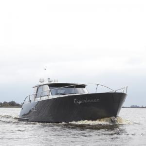Yacht Experience 50 Hybrid von vorne
